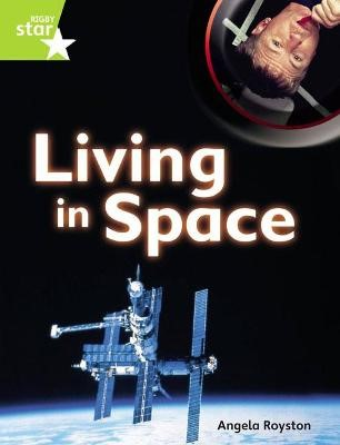 Rigby Star Guided Quest PlusLime Level: Living In Space ~Pupil Book (single) - pr_243282